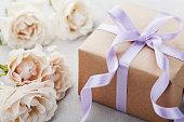 誕生日、女性や母の日のプレゼントにバラの花。
