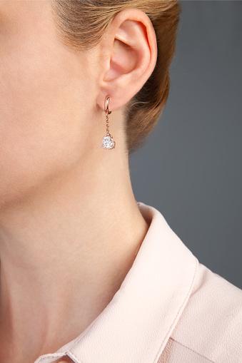 로즈 골드 다이아몬드 귀걸이 보석 사진 20-24세에 대한 스톡 사진 및 기타 이미지