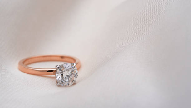 rose gold diamond ring - anello gioiello foto e immagini stock