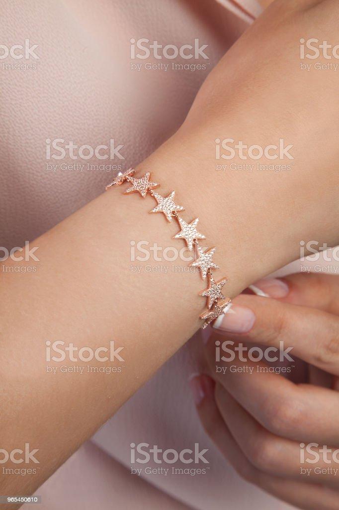 Bracelet en forme d'étoile de l'or rose - Photo de Accessoire libre de droits