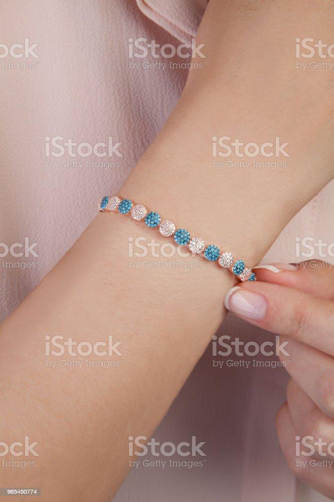 Bracelet Style Vintage or rose pour les femmes - Photo de A la mode libre de droits