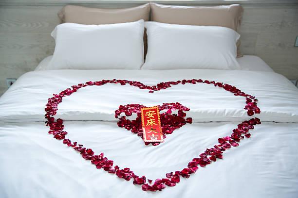 Rose petals at romantic wedding bed picture id547238106?b=1&k=6&m=547238106&s=612x612&w=0&h=tlqrcy4cezheqm2 g0ph7qz vricsowtgsbrlckir7i=