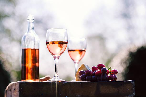 Rose wine picture id530428018?b=1&k=6&m=530428018&s=612x612&w=0&h=sto 0twfktjsprduy4pmiyim4r5ovuzmxoa5zo8tsxq=