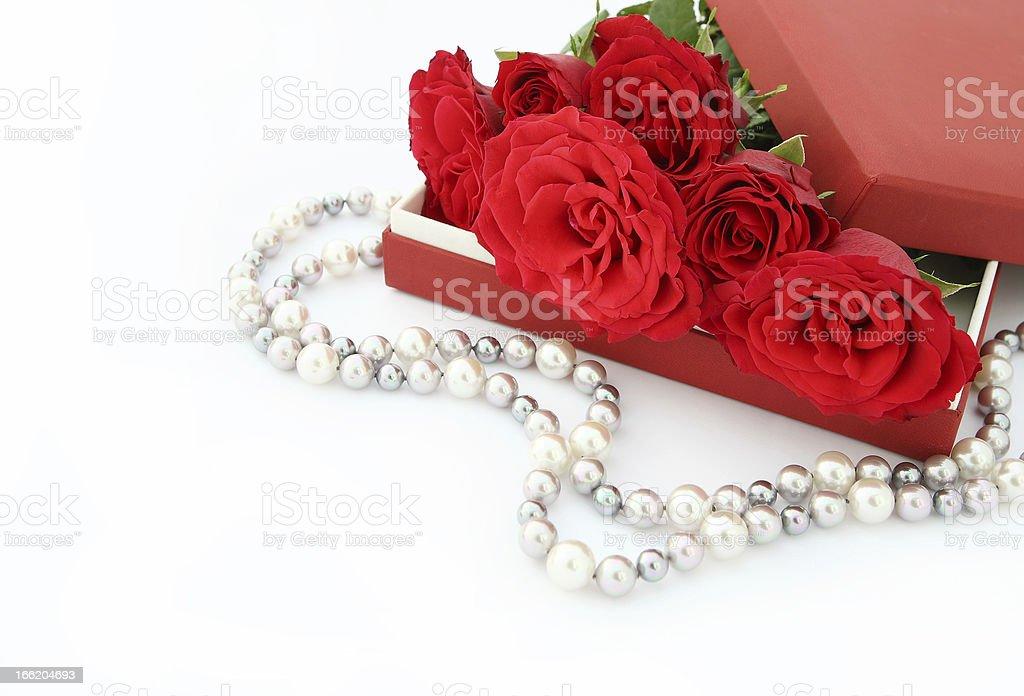 Rosen mit Perlen royalty-free stock photo