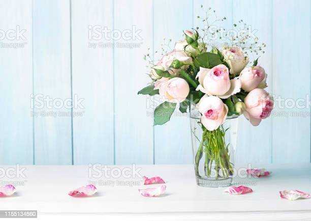 Roses flowers bouquet in vase on table empty background picture id1155134860?b=1&k=6&m=1155134860&s=612x612&h=nyqjxf1xgslbtcseysq8lqzbbpt4abuceeraylafsjs=