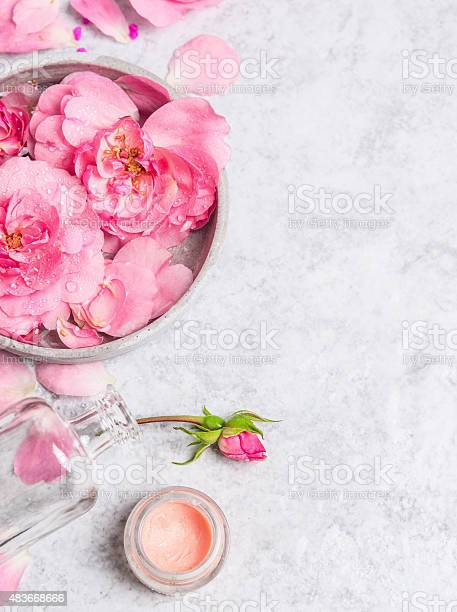 Roses in bowl with water cream on stone background picture id483668666?b=1&k=6&m=483668666&s=612x612&h=bueigrsix0vkisxah1 00x rljrid7uejct5gafnvjc=
