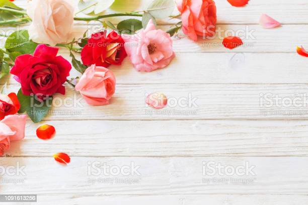 Roses on white wooden background picture id1091613256?b=1&k=6&m=1091613256&s=612x612&h=exis7ls1ua5lwvhe6m1jadudktkeoowp49ln4k7opcq=