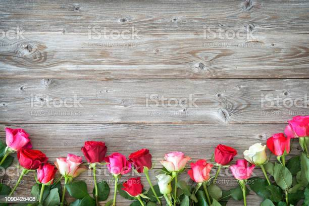Roses on wooden board picture id1090425408?b=1&k=6&m=1090425408&s=612x612&h=p nsbl0b5rf9kw9z6 zcaw8icrc9nyitruf11nenbrq=