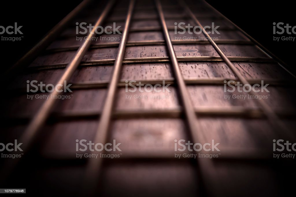 Rosewood bass guitar fret board and strings - Стоковые фото Абстрактный роялти-фри