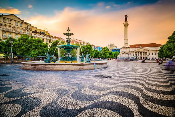 piazza rossio di lisbona - lisbona foto e immagini stock