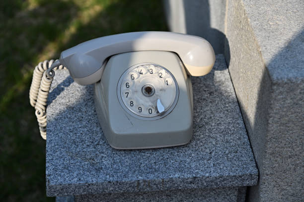 rotary telefon. nordkorea - nostalgie telefon stock-fotos und bilder