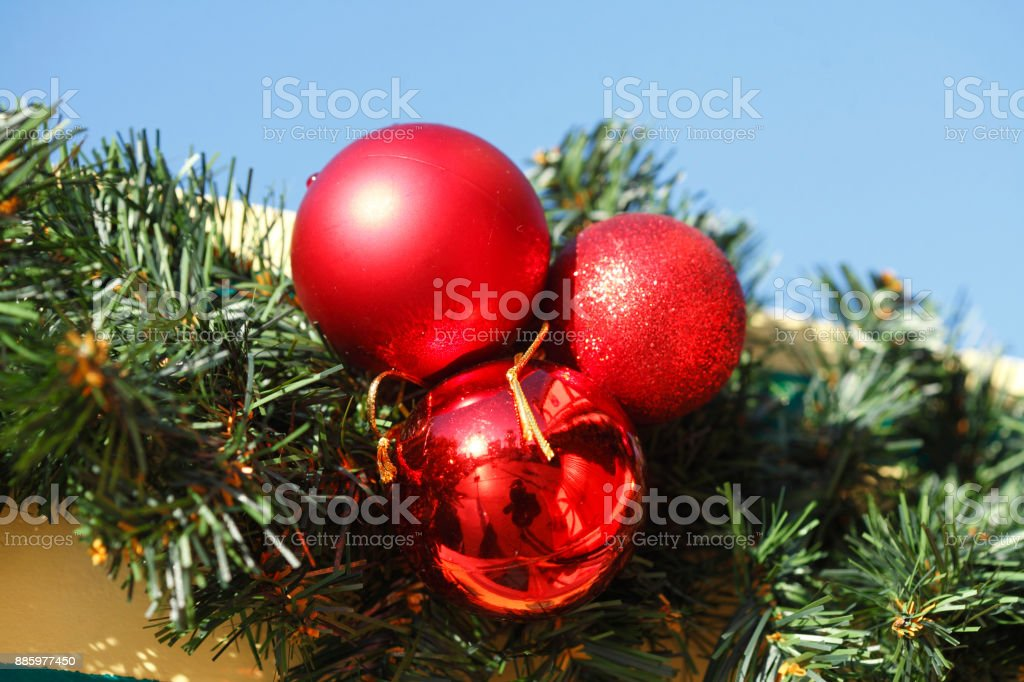 Rote Christbaumkugeln.Rote Christbaumkugeln Weihnachtsdekoration Stock Photo