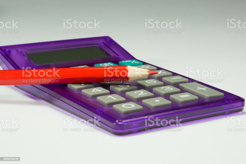 Roter Stift und Taschenrechner stock photo