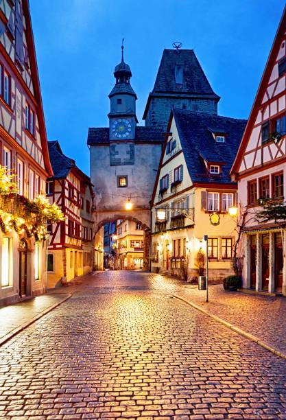 rothenburg ob der tauber nieuwjaars nacht, beieren, duitsland - rothenburg stockfoto's en -beelden