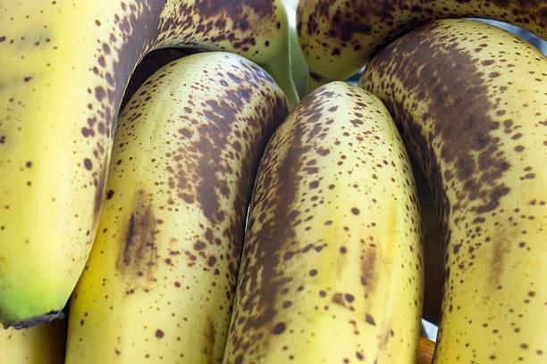 nada tipo banana - negras maduras fotografías e imágenes de stock