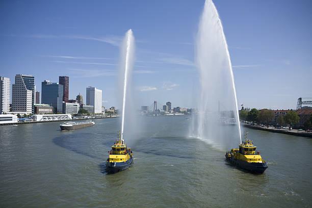 Rotterdam – Blick auf Fluss'De Nieuwe Maas' – Foto