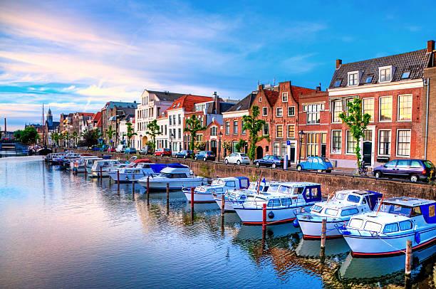rotterdam s delfshaven con i suoi edifici storici - rotterdam foto e immagini stock