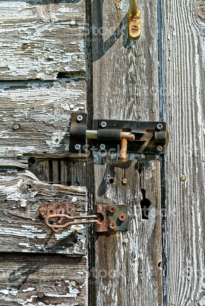 Pudrirse Eliminar Puerta De Madera Con Bloqueo Oxidado - Fotografía ...
