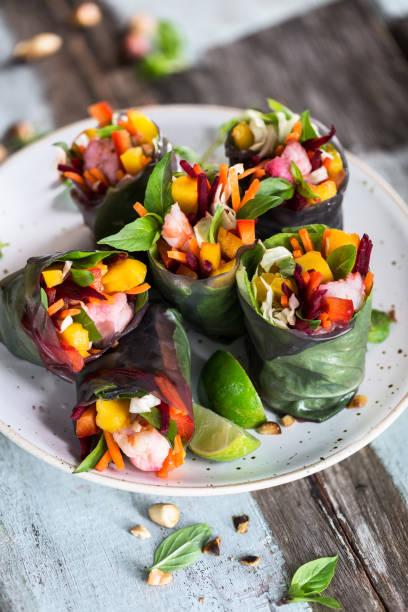 Rouleaux de Printemps au Légumes, Mangue et besonders. Plat Sain pour l'Été – Foto