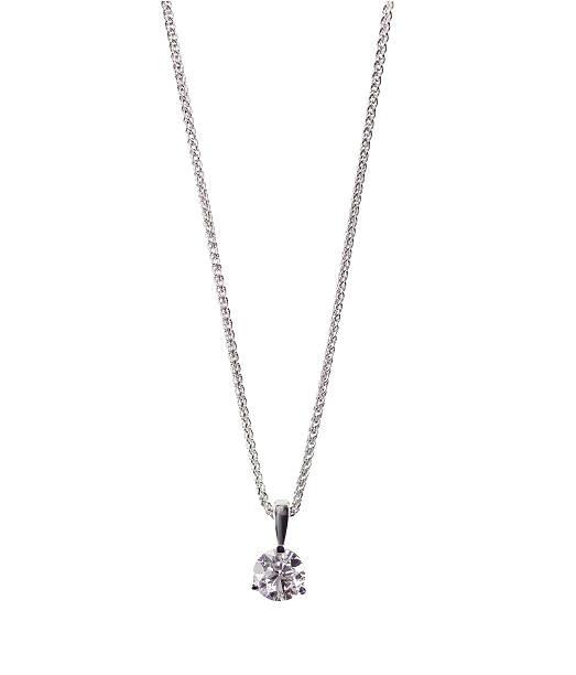 круглые колье с кулоном, украшенным сверкающим бриллиантом на цепочке - ожерелье стоковые фото и изображения