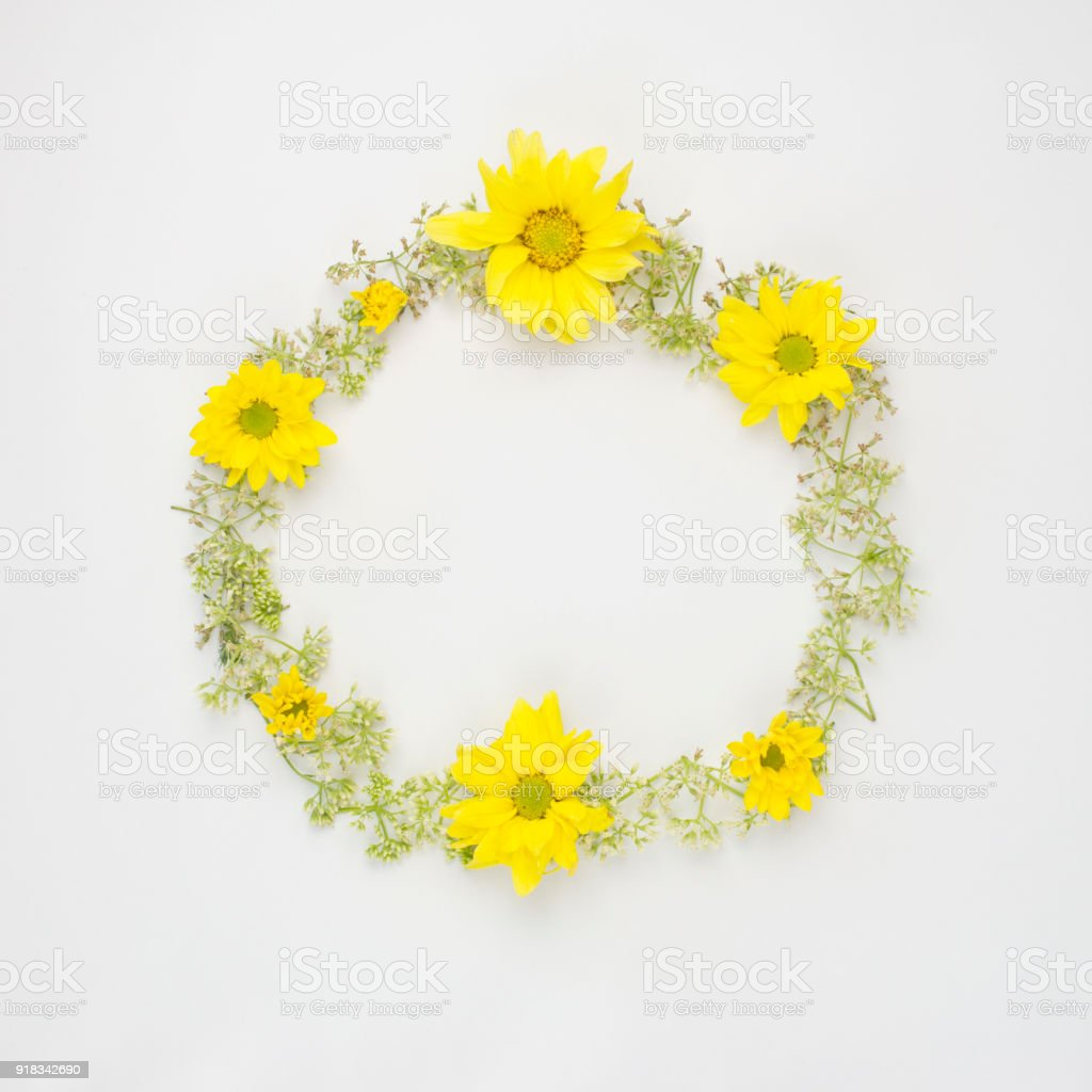 Round Frame Wreath Pattern With Yellow Chrysanthemums And Wild
