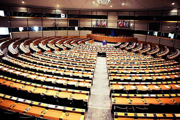 round seating arrangement of the european parliament - avrupa kültürü stok fotoğraflar ve resimler