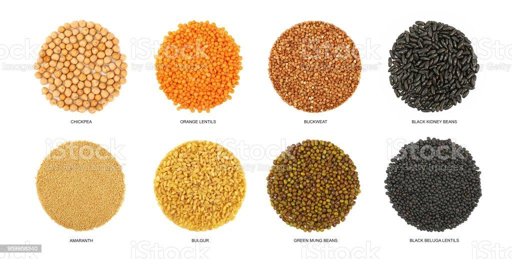 Ronde en forme de différentes céréales isolés sur blanc - Photo