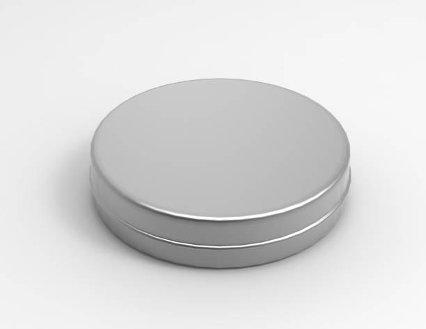 runde dünne aluminium-behälter mit deckel und leere schuh polieren sie box isoliert auf einem weißen hintergrund. 3d render abbildung. - aluminiumkiste stock-fotos und bilder