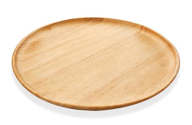 rundes tablett aus holz oder natürliche holzplatte, isoliert auf weißem hintergrund mit beschneidungspfad serviertablett - tablett holz stock-fotos und bilder