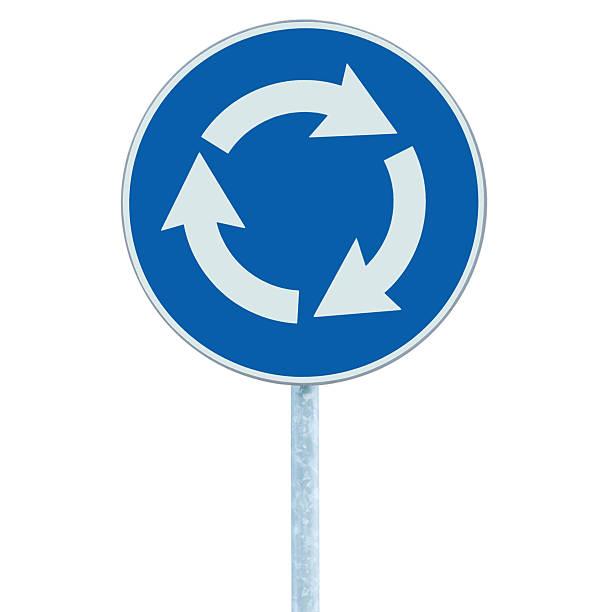 panneau de signalisation routière rond-point carrefour isolé, de bleu, de blanc flèches gauche - rond point photos et images de collection