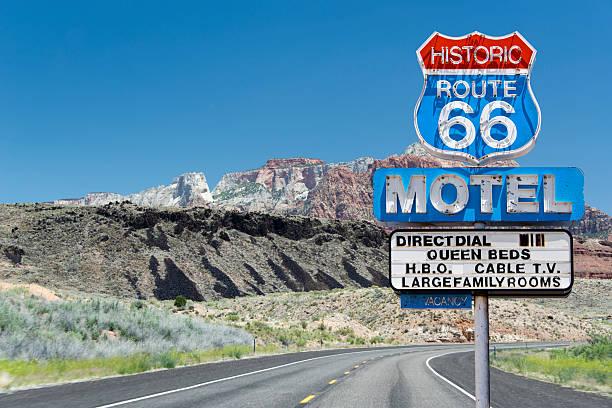 route 66 motel sign - arizona highway signs stockfoto's en -beelden