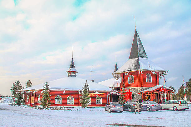 rovaniemi, finnland – 2. märz 2014 – santa klausel büro - nikolaus geschichte stock-fotos und bilder