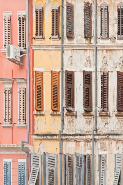 Rovinj, Istrien, Kroatien - Historische Fassaden mit Holzgitterfenstern – Foto
