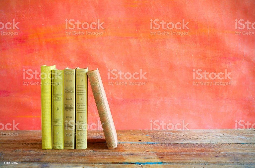 Reihe von Büchern, Grunge Hintergrund, kostenlose Textfreiraum Lizenzfreies stock-foto