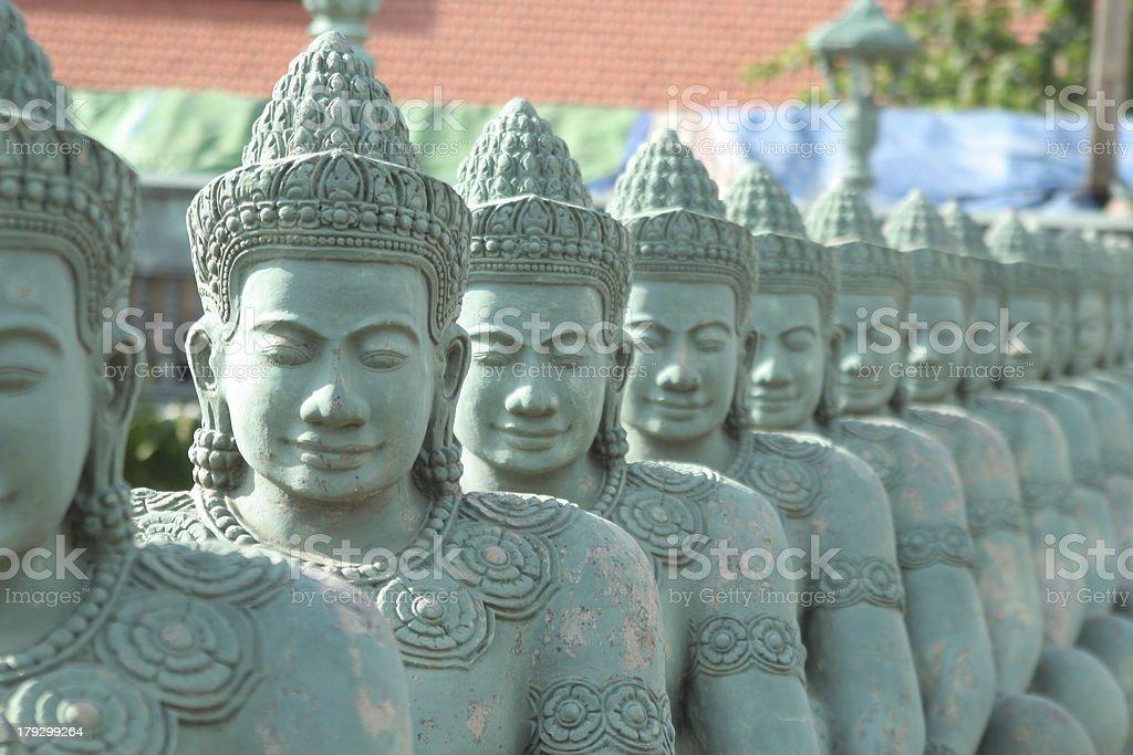 Reihe von Buddha-Statuen – Foto