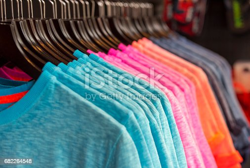 istock Row of colored t-shirts in a store 682264548