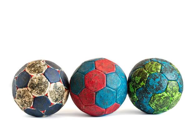 Fila de colorido, cubierto con resina de Balonmano balonmano bolas - foto de stock
