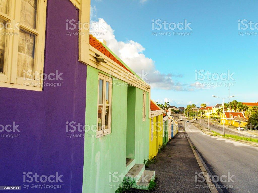 Foto de Fileira De Casas Coloridas Em Willemstad Curaçao