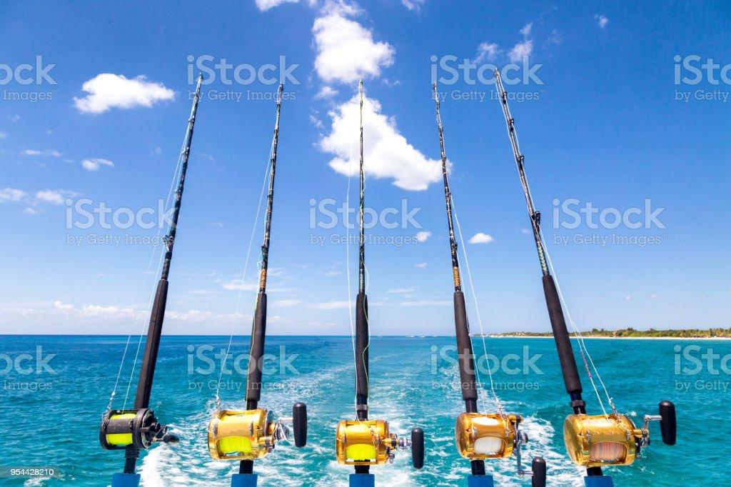 Ligne de Cannes à pêche hauturière sur bateau - Photo