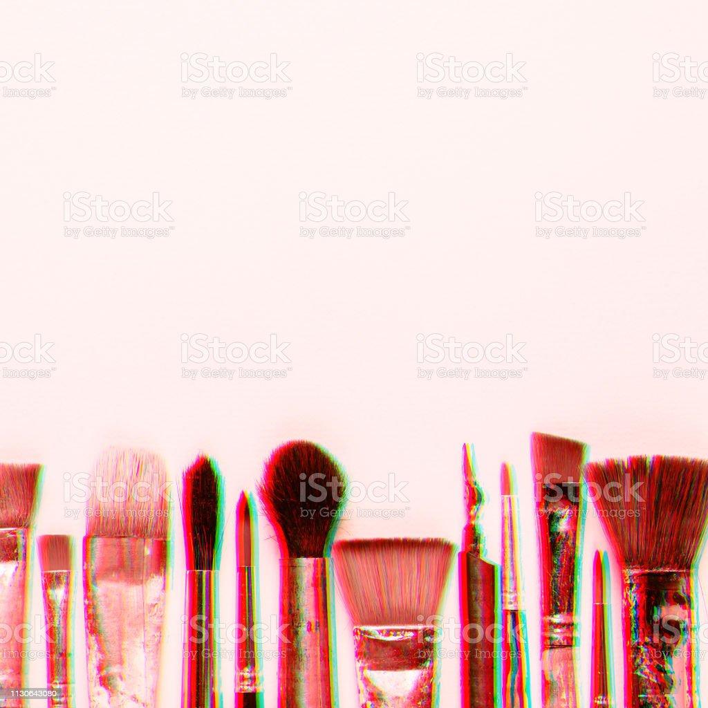 Fila de pinceles diferentes. Efecto de error digital. Fondo de arte creatividad - foto de stock