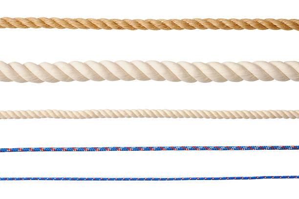 ряд различных типов веревок, изолированные на белом фоне - верёвка стоковые фото и изображения