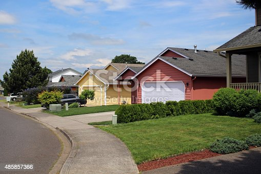 istock Row of houses in suburban neighborhood 485857366