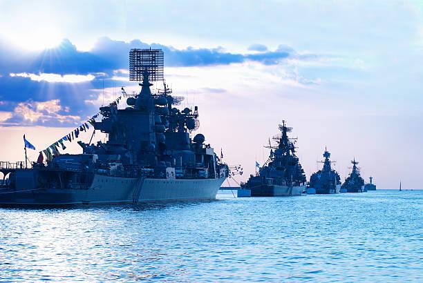 fileira de navios militar - fragata - fotografias e filmes do acervo