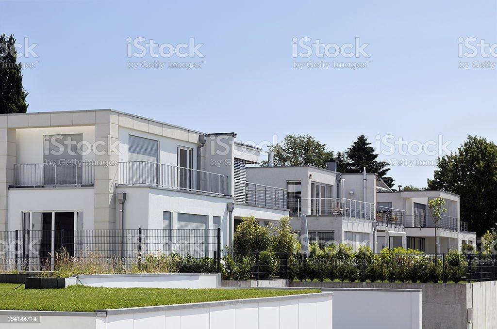 Reihe Von Modernen Luxus Weissen Hausern Stock Fotografie Und Mehr