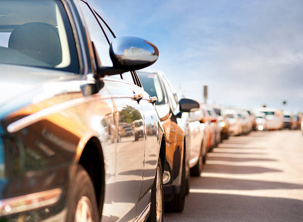Zeile der geparkte Autos – Foto