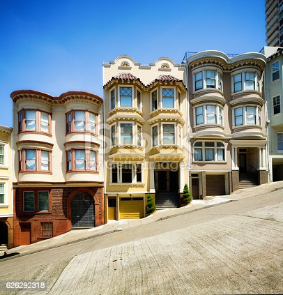 istock Row of San Francisco townhouses built on steep hill 626292318