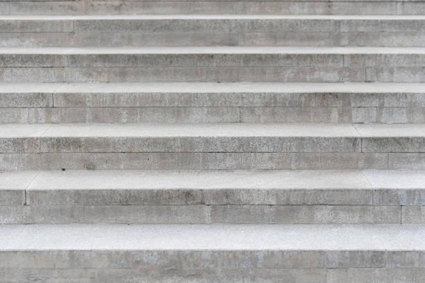 ligne de l'escalier béton gris - marches marches et escaliers photos et images de collection