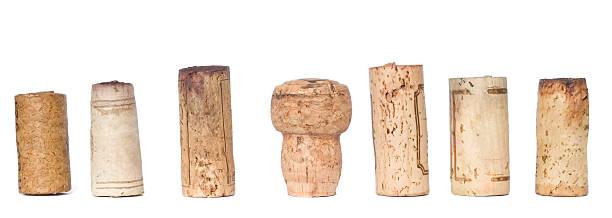 Reihe von Wein corks, isoliert auf weißem Hintergrund – Foto