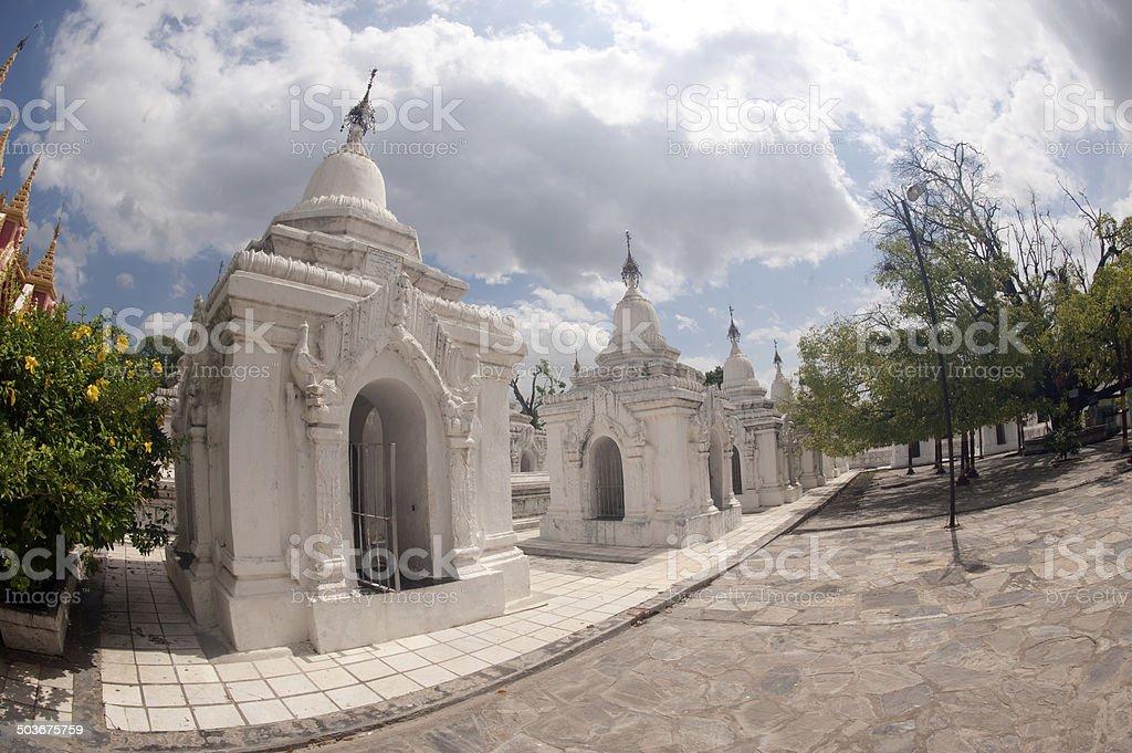 Wiersz Biały Pagodas W Maha Lokamarazein Kuthodaw Pagoda