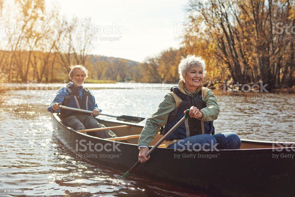 Aviron aux jeux dirigés vers une retraite relaxante - Photo